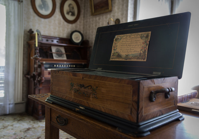 Music box in the parlor (Photo copyright Donna Wesley Spencer)